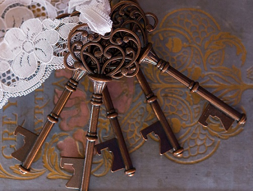 down-ton-2-cr-intage-key-bottle-opener-with-bronze-finish33ed4d75cb5cfc3497827c151776e92a.jpg
